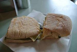 Gegen den Hunger zwischendurch. Z.B. ein Panino. Mit Zucchini und Aubergine.
