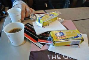 Im Zug gab es dann Kaffee und Cracker. Gratis. Sogar Reinigungstücher spendierte die italienische Eisenbahn dazu.